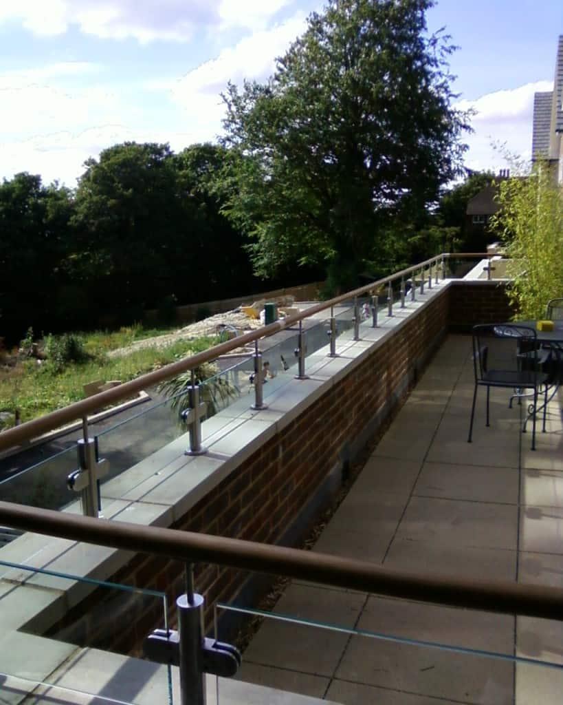 Balcony glass balustrade